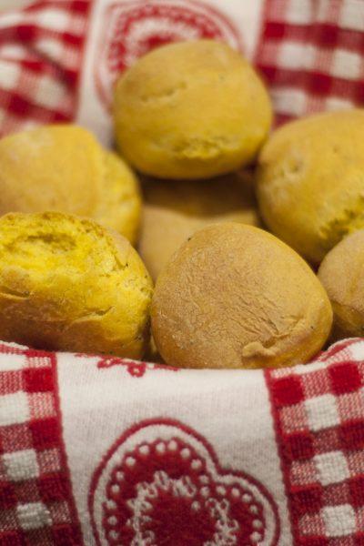 Panini gialli alla curcuma